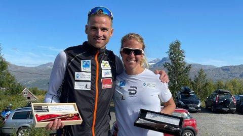 Niklas Dyrhaug og Astrid Øyre Slind kunne smile etter seier i Kobberløpets rulleskirenn lørdag. Foto: Stian Høgland