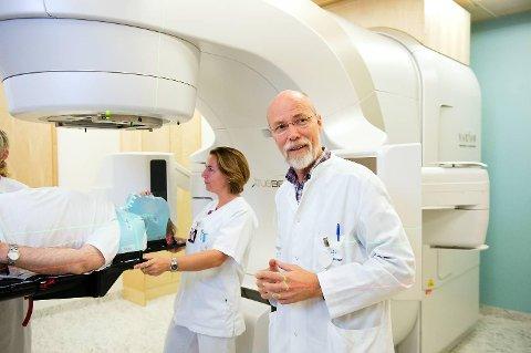 I fjor kjøpte Helse Bergen den gamle sykepleierskolen i Haukelandsbakken for 64 millioner kroner. Planen er at bygget skal huse det nye strålingssenteret knyttet til kreftavdelingen. – Håpet er at et nytt strålingssenter skal stå klart i 2021, sier avdelingsdirektør Olav Mella.