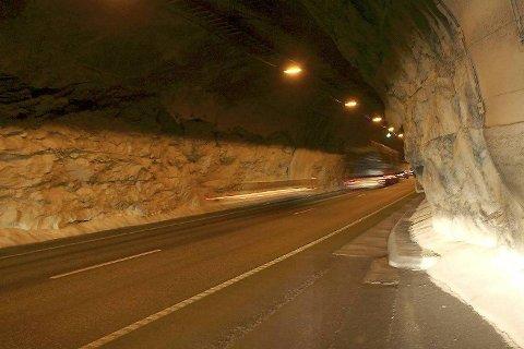 600 meter inne i Fløyfjellstunnelen presset bilføreren en annen bilist av veien. Nå er en 39-åring fradømt lappen for alltid.