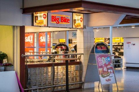 Big Bite på Knarvik senter hadde så dårlig renhold at Mattilsynet stengte ned kiosken på dagen. Etter at de hadde vasket og ryddet fikk de åpne igjen senere samme dag, men fordi renholdet var såpass dårlig vil Mattilsynet forsikre seg om at serveringsstedet forbedrer rutinen sine.
