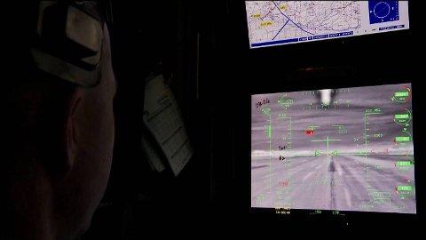 Amerikanske dronepiloter får ordre om å drepe personer i land som Pakistan. Ifølge «Drone» vet de ikke hvem de dreper, de ser bare silhuetter gjennom dronenes kamera.