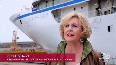 Ordfører Trude Drevland (H), slik hun fremstår i promovideoen som nå er fjernet fra nettet. Foto: Skjermdump fra videoen