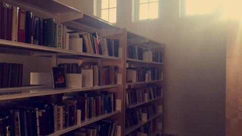 Biblioteket er et trivelig sted å være.