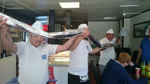 Torsdag bestilte 19 år gamle John Inge Hustad en kebab på over tre meter. Den ble vanskelig å svelge.
