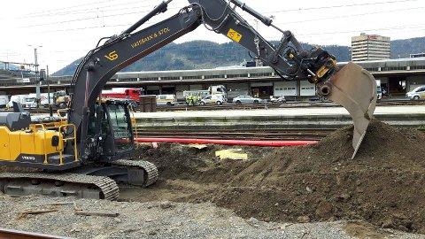 Gravearbeidet i Bergen stoppet opp da to hodeskaller ble funnet.