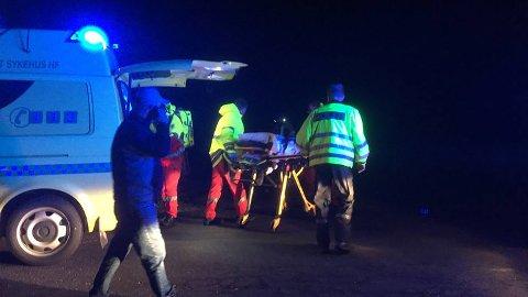 Personen som ble hentet i land, er fløyet til sykehus.