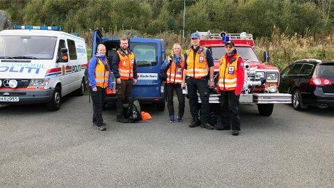 To lag med mannskaper fra Røde Kors er på plass ved brannstasjonen i Os hvor leteaksjonen har base.