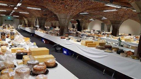 3000 oster fra rundt 30 land skal bedømmes under oste-VM. Her fra årets mesterskap i London.