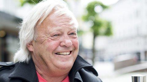Morten Lorentzen er kanskje ukjent for de fleste, men det er mannen bak mange av tekstene til de beste humoristene.