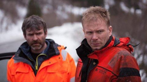 Bjørn Lægreid (til venstre) og Thord Paulsen på jobb – og på TV.