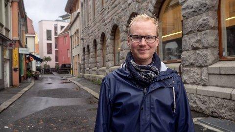 Kunstneren Øystein Dypedal gir ut gatekunstboken «Tiny Bergen» denne uken.
