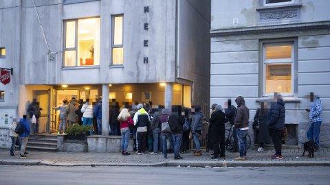 Slik så køen ut i Ladegårdsgaten tirsdag ettermiddag.
