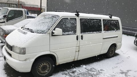 Det var denne bilen som ble stoppet med tre rømlinger i mandag formiddag på Voss.