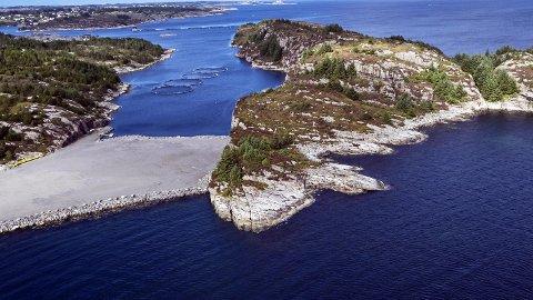 Vesle Ljøsøy (til h.) i Øygarden kan bli viktig for verdensklimaet dersom fangst- og lagringsprosjektet blir en suksess. Nå har oljeselskapene besluttet å bygge ut for milliardbeløp. FOTO: MORTEN WANVIK