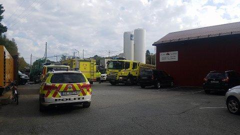 En mann har blitt hentet ut av en tank i området Stekkevikvegen i Meland.