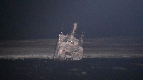 KV Svalbard ankom havaristen, «Northguider» natt til torsdag.