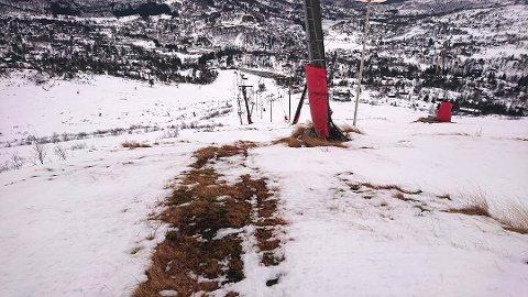 Slik så det ut i den mest værutsatte delen av skianlegget lørdag formiddag. – Det er heldigvis bedre i resten av trekket, sier Jan Guttorm Skeie.