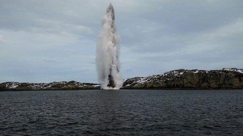 Her blir en av toprpedoene detonert i Hjeltefjorden.