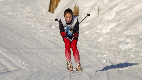 SATSER PÅ SKI: Andrine Østervold er god i flere idretter, men satser nå for fullt på langrenn. I Fanarennet ble det sølvmedalje på 5 km i klassen J15 på Austevoll-jenten som går for Fana Idrettslag. FOTO: Bernt-Erik Haaland