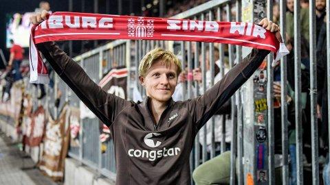 Mats Møller Dæhli har startet 18 av St. Paulis 19 seriekamper denne sesongen og levert en flott sesong hittil. Foto: Axel Heimken (AFP)