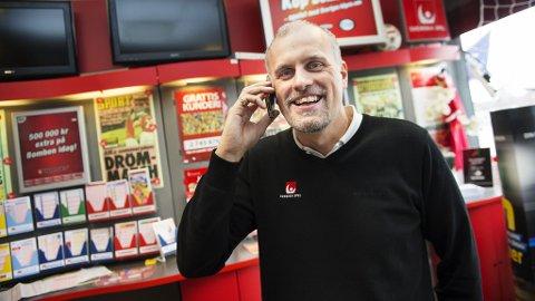 FÅR IKKE TAK I VINNER: Svenska Spel får ikke tak i en mann som har vunnet 562 millioner svenske kroner i lotto, sier Pierre Jonsson i Svenska Spel. Foto: Svenska Spel