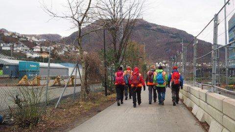 Lørdag fikk politiet bistand fra Røde Kors og Norsk Folkehjelp i søket.