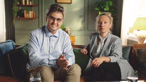 """Gjennom den populære TV-serien """"Parterapi"""" har mange blitt kjent med Kevin Vågenes sitt komiske talent. Nå har han også fått en fin språkpris. Foto: NRK"""