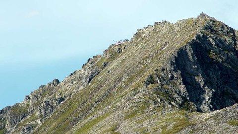 Både luftambulanse og redningshelikopter deltok i redningsaksjonen ved fjellet ovenfor Sæbø.