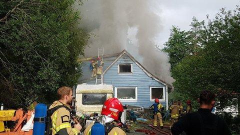 Huset var i full fyr da brannvesenet kom frem.