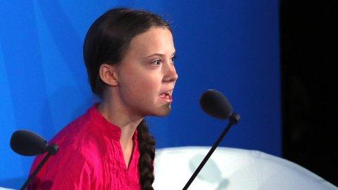 Greta Thunberg tok for ett år siden initiativet til en skolestreik for å rette søkelyset på skadelige klimautslipp og global oppvarming, og satt alene utenfor den svenske Riksdagen. Mandag refset hun verdens ledere i en tale under FNs klimatoppmøte. Foto: Spencer Platt (AFP)