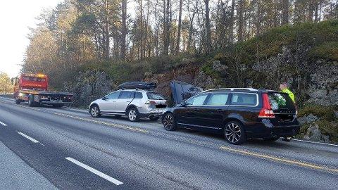 Det ble en del materielle skader på bilene.