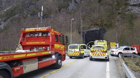 Store styrker rykket ut til melding om bilbrann i Eikefettunnelen torsdag ettermiddag.