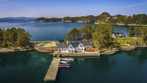 Øyen ligger i Lysefjorden, like utenfor Gardvika.