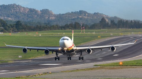 Her tar Air Belgium sin flight KF4702, en Airbus A340-313, av mot Cape Town fra Flesland i slutten av august.