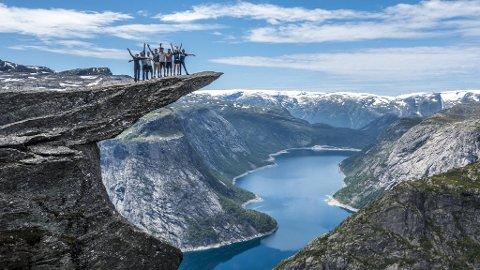 På det meste har Trolltunga i Ullensvang hatt 90.000 besøkende årlig. Et økende antall nordmenn planlegger å feriere på Vestlandet i 2021.