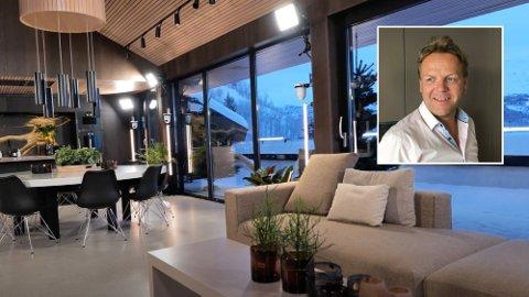 Slik ser det ut inne i Kjetil Bjørnberg sin arkitekttegnede hytte i Hemsedal. Her spilles årets sesong av «Ex on the Beach» inn for øyeblikket.