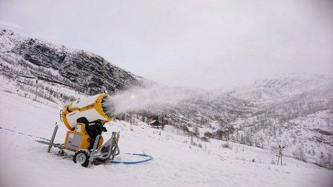 Hvis det kalde været holder vil forhåpentligvis to av skiheisene i Eikedalen kunne åpne til helgen.