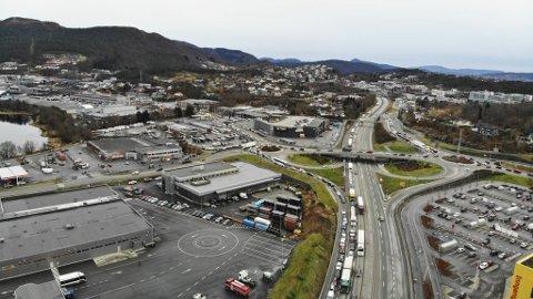 SV får trolig flertall for forslaget om å innføre kollektiv- eller sambruksfelt på Bergens firefeltsveier.