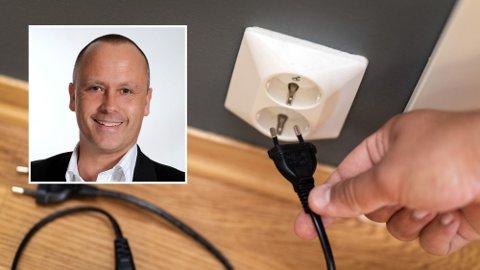 Kenneth Hauge i Tinde Energi (innfelt) mener at noe må gjøres i bransjen, så det blir lettere for forbrukerne å forstå seg på strømprisene og hva de betaler for. Illustrasjonsfoto.