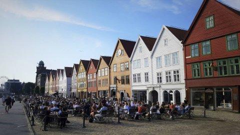 Fra 3. juli til 15. august vil Bryggen og Torget være stengt for biltrafikk.