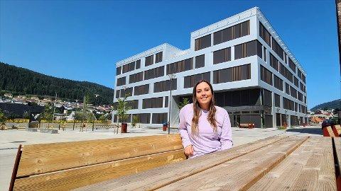 Ida Pettersen forteller at klassen hennes har plass til langt flere enn dem som søkte seg inn.