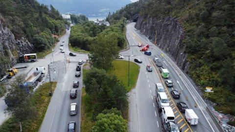 To stengte tunneler på strekningen Vågsbotn-Arna førte til køkaos på E16 tirsdag. Køene spredte seg også flere steder i Bergen.