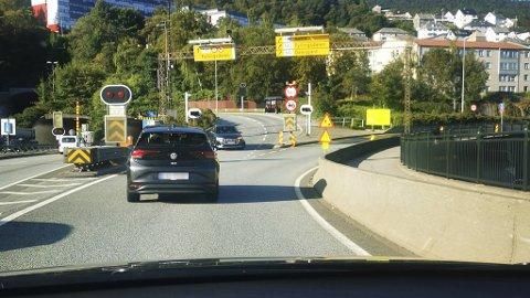 Sjåføren stoppet opp og blinket mot venstre.