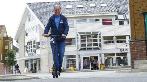 I farten: Bent Bergesen forteller at salget av el-sparkesykler går som det suser.
