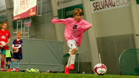 I farten: Kristoffer Torsteinbø har store drømmer han ønsker å oppfylle. En dag håper han å spille fotball i England.