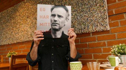 Debutalbum: Sangene til Halsne inneholder en god dose hobbypsykologi og hverdagsfilosofi.