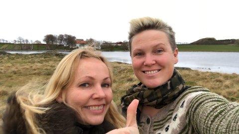 Kjører utvidet julemarked: - Vi har aldri gjort dette før, men en gang må være den første, ler Inger Lise Aarrestad Rettedal og Tove Galta.