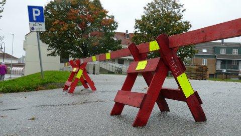 Stengt: Fra torsdag til og med søndag holdes parkeringsplassen på torget i Randaberg sentrum stengt.