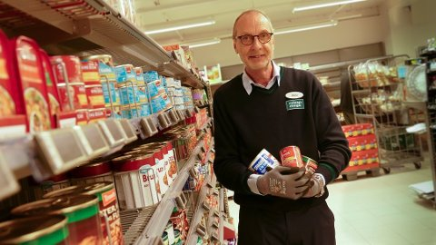 Mot normalen: Butikksjef i Coop Mega Randaberg, Viktor Afseth, kan fortelle at handelen begynner å gå mot normalen igjen.