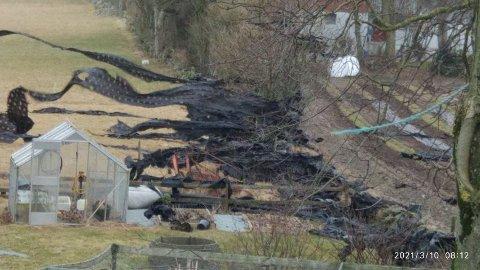 Vindhardt: Slik føyk plast i vinden flere steder på Randaberg onsdag 10. mars. Det lokale bondelaget erkjenner at plast på avveie er et stort problem for landbruksnæringen.